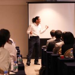 圧巻!世界ナンバーワン・クラウン大棟氏の講演会を開催しました。