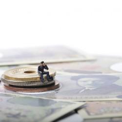 給与ではない「金銭」を支払うとき、税金や社会保険の計算はどうすべき?