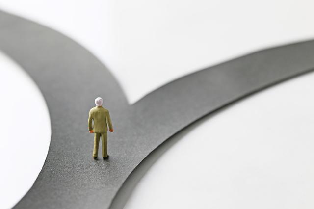 衝撃の判決!定年後の安定的な再雇用に影を落とす、その内容とは。 - 社会保険労務士事務所オフィスアールワン | 東京都千代田区