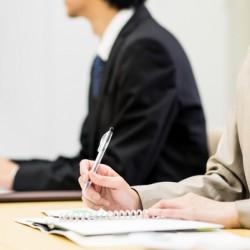 就業規則を作成したとき、私たちは社内での説明会の実施を強くお奨めしています。